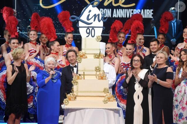 """Exclusif - Les danseuses du Moulin Rouge, Michèle Laroque, Line Renaud, Stéphane Bern, Nana Mouskouri, Vincent Niclo, Muriel Robin, Iris Mittenaere - Enregistrement de l'émission """"Bon anniversaire Line"""" à l'occasion des 90 ans de Line Renaud au Théâtre Bobino à Paris, le 25 juin 2018. L'émission, présentée par Stéphane Bern, est diffusée mardi 3 juillet 2018 à 20h55 sur France 2. © Coadic Guirec / Bestimage"""