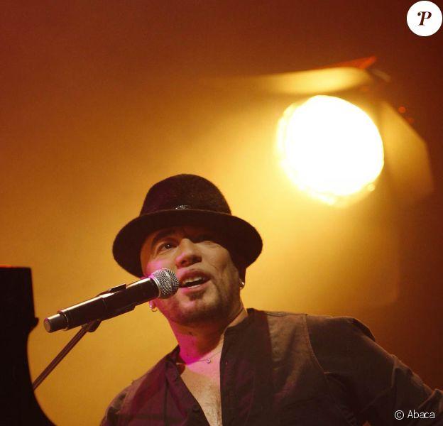 Pascal Obispo lors de son concert pour le bassin d'Arcachon, en février 2009