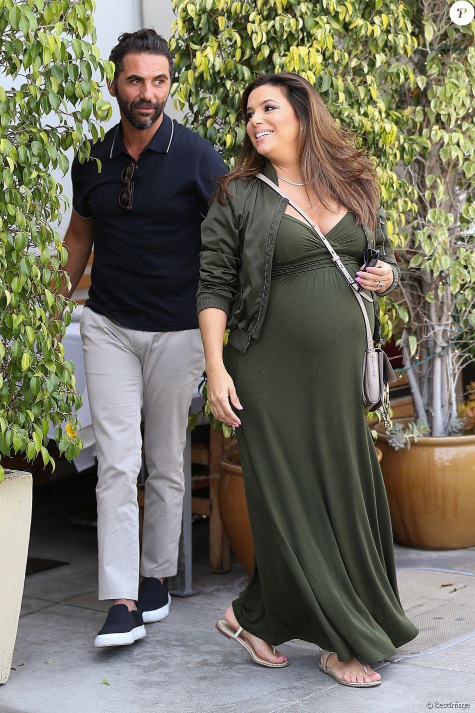 Eva Longoria enceinte et son mari José Baston sont allés déjeuner au restaurant E Baldi à Beverly Hills, le 8 mai 2018.