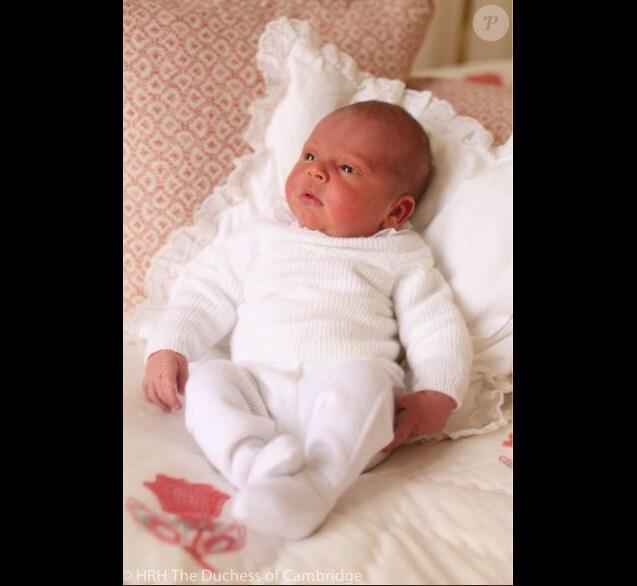 Première photo du prince Louis, prise par Kate Middleton. Mai 2018.