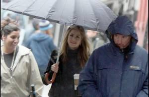 Jennifer Aniston... même la pluie new-yorkaise la rend belle !