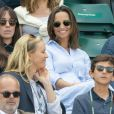 Pippa Middleton, enceinte, avec son frère James dans les tribunes de Wimbledon, le 11 juillet 2018. © Ray Tang/London News Pictures via Zuma Press/Bestimage