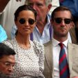 Pippa Middleton, enceinte, et son mari James Matthews au tournoi de Wimbledon à Londres, le 13 juillet 2018.
