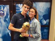 Rachel Legrain-Trapani, si fière de Benjamin Pavard, pose avec la Coupe du monde