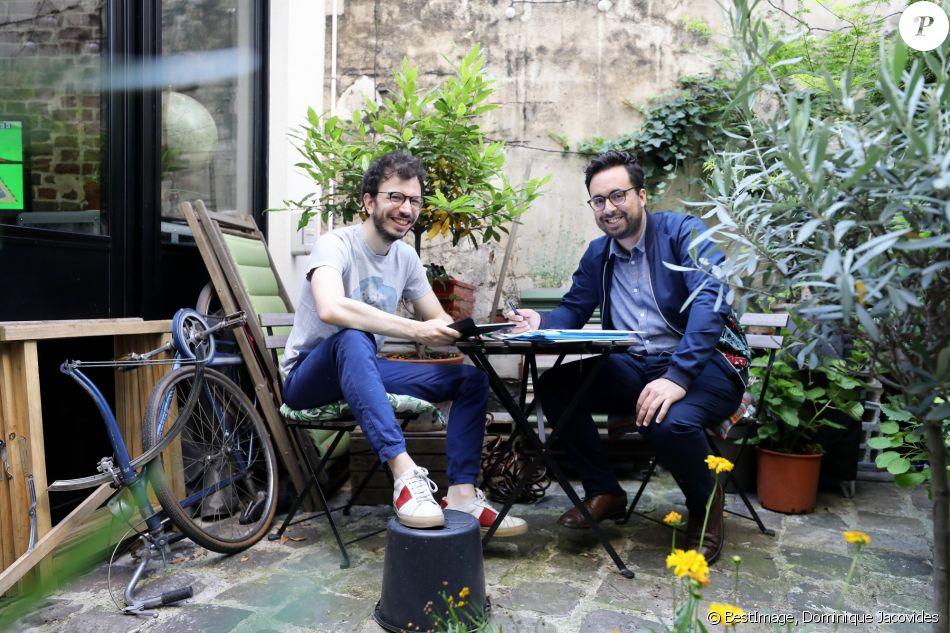Exclusif - Rendez-vous avec Mounir Mahjoubi (secrétaire d'Etat chargé du Numérique) et son mari Mickaël Jozefowicz dans leur appartement à Paris le 30 juin 2018. © Dominique Jacovides/Bestimage