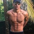 Terence Telle dévoile ses abdos en Martinique - Instagram, 21 février 2018