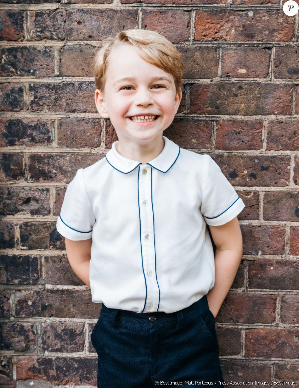 Portrait du prince George de Cambridge pour son 5e anniversaire le 22 juillet 2018, réalisé par Matt Porteous quelques jours plus tôt, le 9 juillet, à Clarence House lors de la réception du baptême du prince Louis de Cambridge. © Matt Porteous / Press Association Images / Bestimage