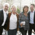 Valérie Expert et Véronique André entourées de Guy Savoy et Alain Pégouret lors de la soirée de lancement de leur livre Je me ferais bien un... le 22/04/09, à la Maison Blanche.