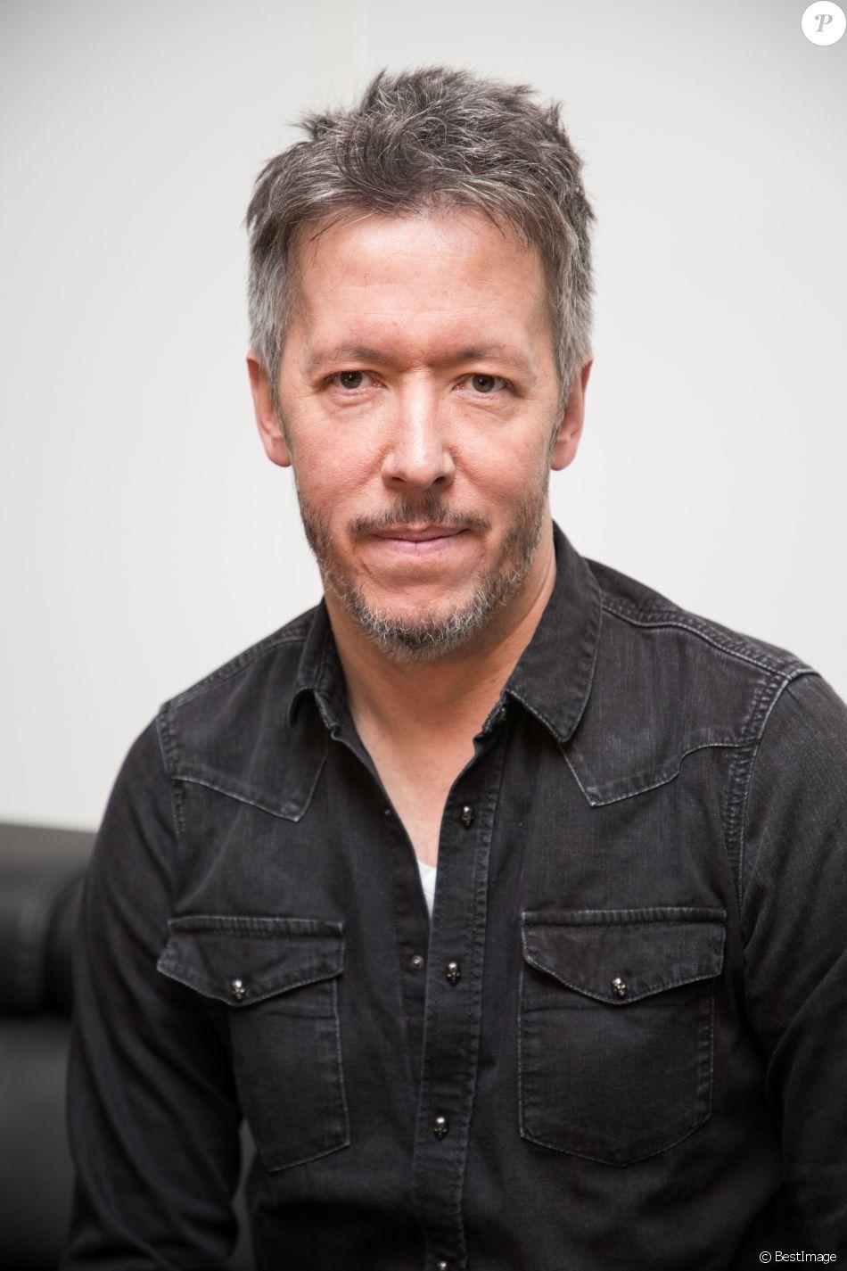 Exclusif - Jean-Luc Lemoine pose dans les locaux de Webedia lors d'un interview pour Purepeople à Levallois-Perret le 21 mars 2018.