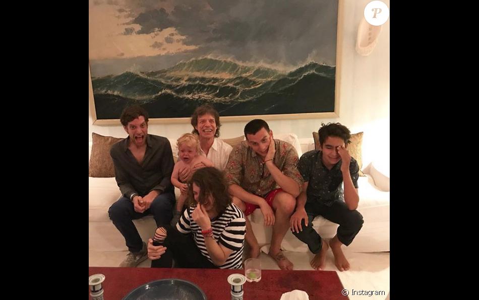 Mick Jagger avec James, Lucas, Gabriel et le petit Deveraux, pour ses 75 ans le 26 juillet 2018.