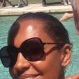 Karine Le Marchand et Laurent Petitguillaume, selfie au bord de la piscine lors de leurs vacances à Saint-Rémy-de-Provence en août 2018.