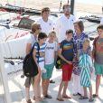 L'infante Elena d'Espagne, ses enfants, la reine Sofia et les enfants de l'infante Cristina le 28 juillet 2014 à l'école de voile Calanova à Palma de Majorque.