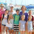 L'infante Elena d'Espagne et ses enfants Felipe et Victoria, la reine Sofia avec les enfants de l'infante Cristina (Juan Valentin, Irene, Pablo et Miguel) et Letizia d'Espagne avec ses filles Leonor et Sofia à l'école de voile Calanova à Palma de Majorque le 2 août 2013.