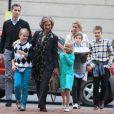 La reine Sofia d'Espagne à Washington en avril 2012 avec l'infante Cristina, son mari Iñaki Urdangarin et leurs quatre enfants, qui vivaient alors dans la capitale américaine.