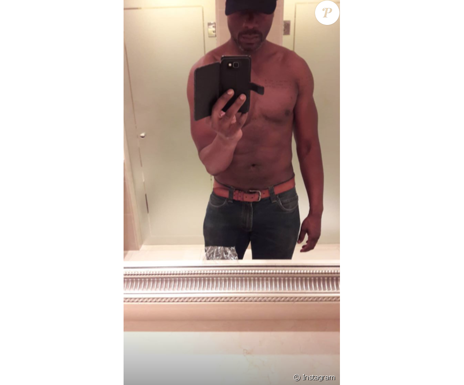 Harry Roselmack torse nu après sa séance de sport, le 16 août 2018 à Paris.