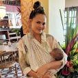 Chrissy Teigen et son fils Miles en vacances à Bali, en Indonésie. Août 2018.