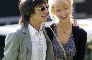 Ron Wood et son Ekaterina très amoureux... à Ascot ! Regardez !