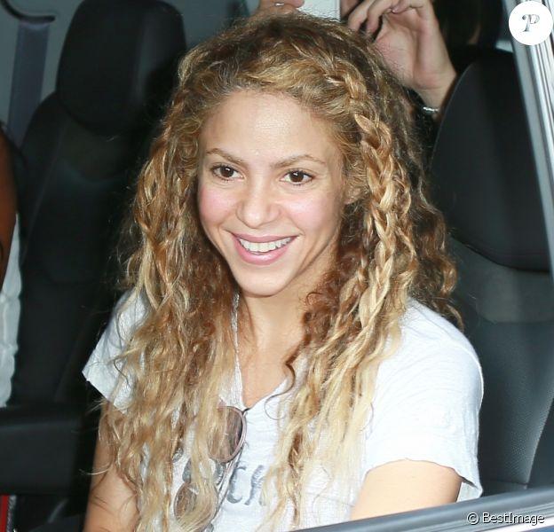 Shakira arrive à Madison Square Garden pour son concert à New York. La chanteuse s'arrête pour signer quelques autographes. Le 10 août 2018.