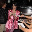 Katy Perry à la sortie de son concert a sorti le grand jeu aux fans hier soir !