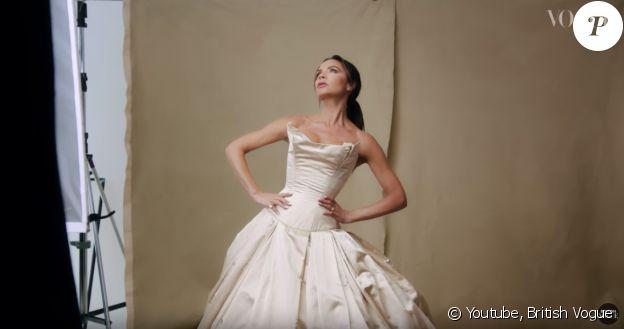 Victoria Beckham ressort ses looks les plus mémorables pour le Vogue anglais, le 3 septembre 2018.