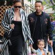 Chrissy Teigen et son mari John Legend sont allés déjeuner avec leur fille Luna au restaurant Il Pastaio à Beverly Hills. Le 30 mai 2018.
