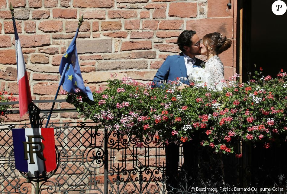 Mariage de Thomas Hollande et de la journaliste Emilie Broussouloux à la mairie à Meyssac en Corrèze près de Brive, ville d'Emilie, le 8 Septembre 2018. © Patrick Bernard-Guillaume Collet / Bestimage