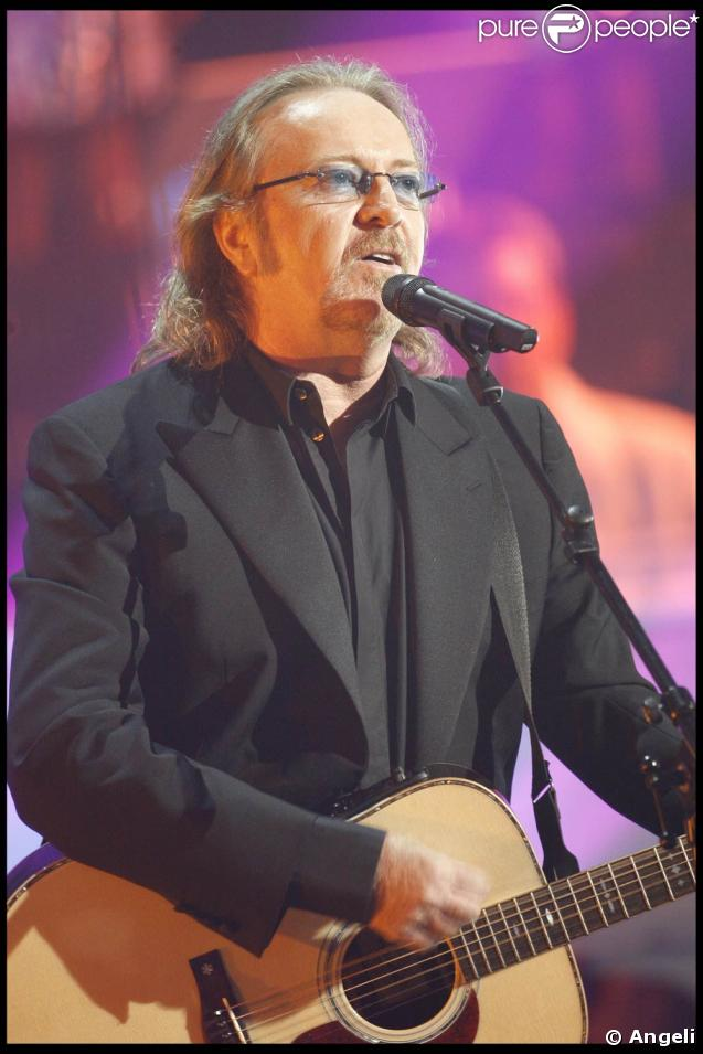 Umberto Tozzi sur le plateau de l'émission  Les Années Bonheur , en janvier 2009