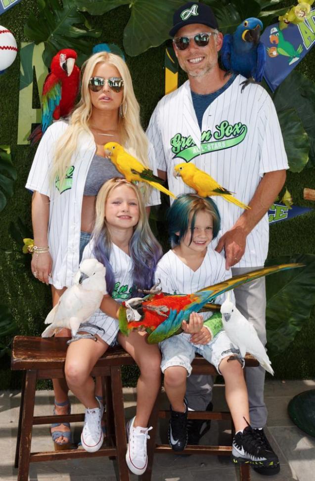 Jessica Simpson et Eric Johnson avec leurs enfants Maxwell et Ace. Juillet 2018.