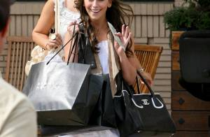 Jennifer Love Hewitt : le shopping, c'est sa vie et ça se voit !
