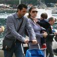 Le gardien de but italien Gianluigi Buffon, sa compagne Alena Sederova et leur fils Louis Thomas en vacances en Italie à Portofino le 12 avril 2009