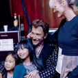 Johnny Hallyday souriant, entouré de sa femme Laeticia et leurs filles Jade et Joy - Photo publiée sur Instagram le 26 mai 2017