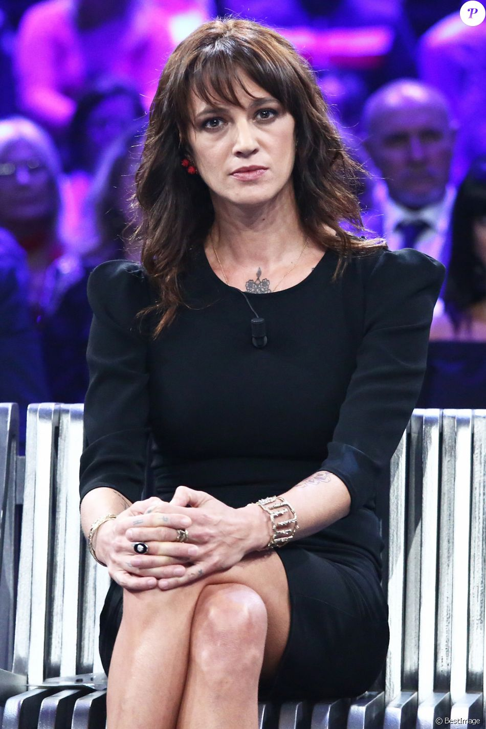 """Asia Argento sur le plateau de """"Non è l'Arena"""" sur la chaîne italienne LA7, dimanche 30 septembre 2018 à Rome."""