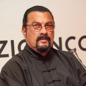 Steven Seagal accusé d'agression sexuelle en direct: Fâché, il quitte le plateau