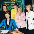 """Béatrice Schonberg présente l'émission """"Les femmes de la télé"""" avec Pascale Breugnot, Alexandra Kazan, Maïté, Dominique Cantien, Marianne Mako, Claire Chazal et Sophie Favier le 14 décembre 1993."""