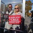 L'actrice américaine Pamela Anderson (Danse avec les Stars 2018), avec son partenaire de DALS Maxime Dereymez, se fait enfermer lors d'un happening contre les élevages en cage sur la place de la République à Paris, France, le 10 octobre 2018. © Sébastien Valiela/Bestimage
