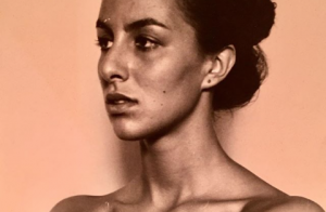 Marianne James, toute menue à 18 ans : Une photo surprenante