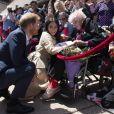 Le prince Harry, duc de Sussex et sa femme Meghan Markle, duchesse de Sussex (enceinte) discutent avec des habitants de Sydney, dont Daphne Dunne, le 16 octobre 2018 en Australie