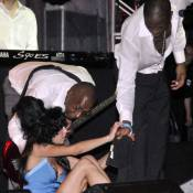 Amy Winehouse : plus pathétique que jamais sur scène... à cause de la pluie ?! Pas seulement ! Regardez ! (Réactualisé)