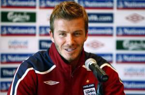 David Beckham laisse tomber le ballon et se lance dans le bâtiment... à la télé ! Regardez !
