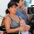 Exclusif - Eva Longoria sur le tournage de la série Grand Hotel avec son nouveau-né Santiago à Los Angeles. Le 29 août 2018