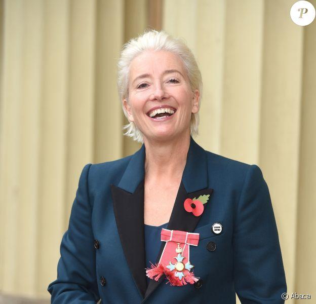 Emma Thompson quitte Buckingham Palace après avoir reçu sa distinction, le 7 novembre 2018.