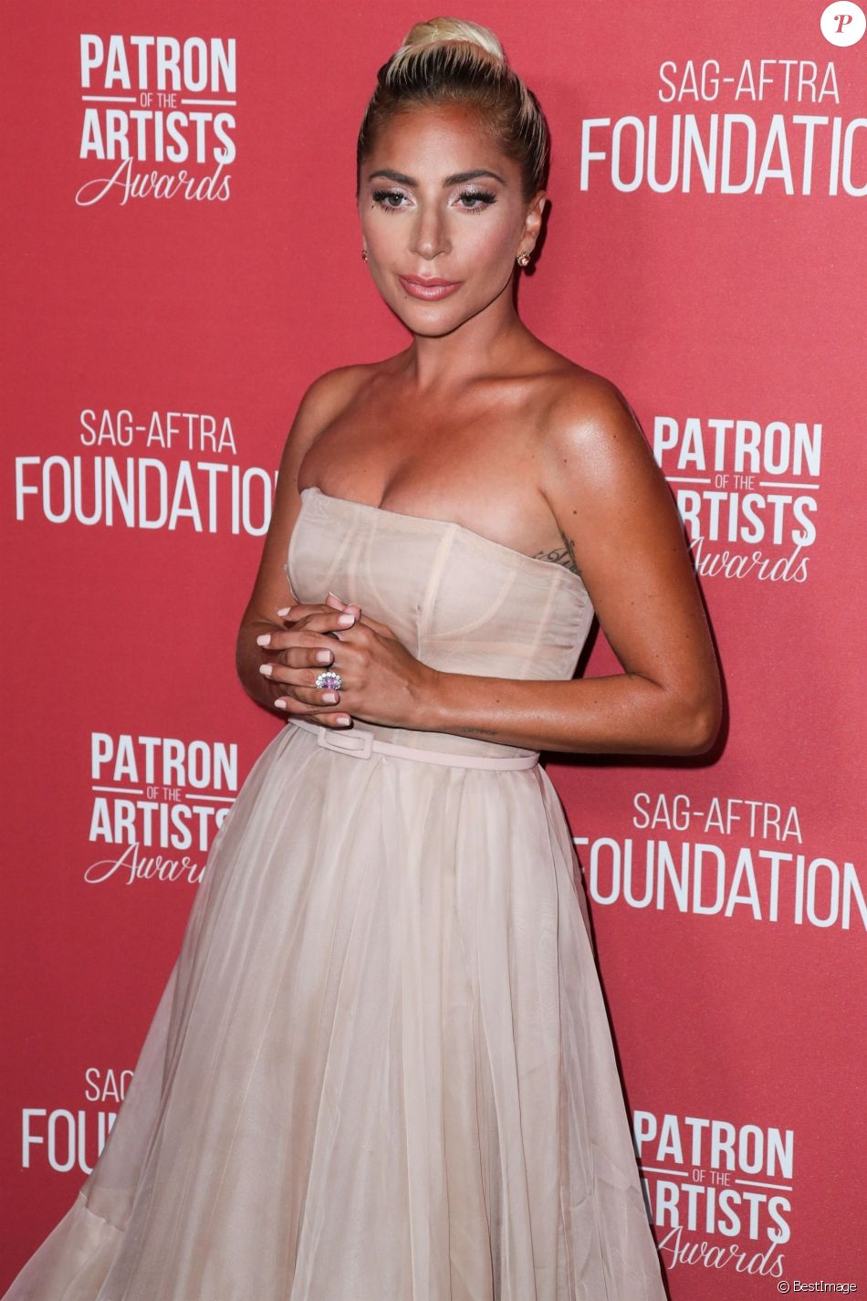 Lady Gaga au photocall de la 3ème soirée annuelle des SAG-AFTRA Foundation Patron Of The Artists Awards à Los Angeles, Californie, Etats-Unis, le 8 novembre 2018.