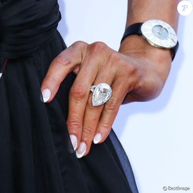 Illustration bague de fiançailles de Paris Hilton à la 4ème soirée annuelle Daily Front Row à l'hôtel Beverly Hills à Los Angeles, le 8 avril 2018
