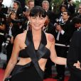 Lio ne pouvait pas passer inaperçue au 62ème Festival de Cannes : robe longue à effet bandelettes et col smoking, effet garanti. La brune persite et signe, elle ne compte pas pour des prunes !