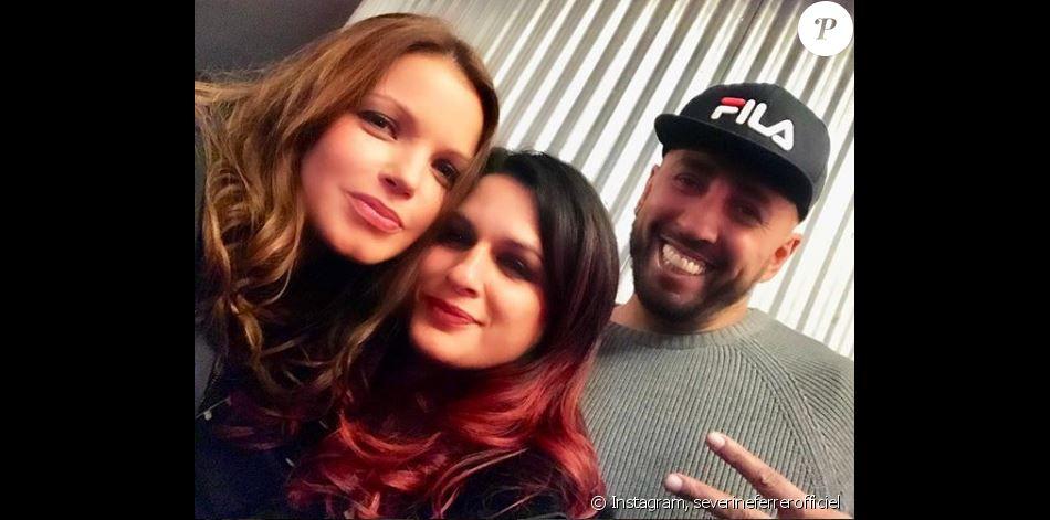 Séverine Ferrer pose avec Larusso et Benny-B au Zénith de Paris, novembre 2018