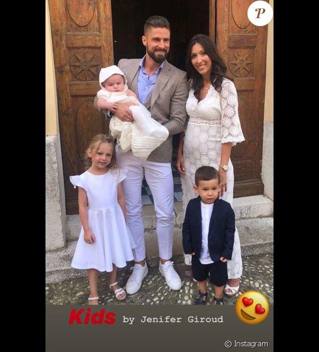 Olivier et Jennifer Giroud avec leurs trois enfants, Jade, 5 ans, Evan et Aaron. Photo publiée sur Instagram le 26 novembre 2018.