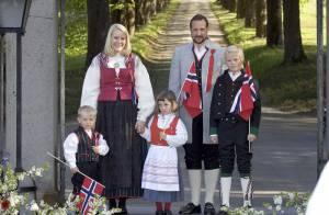 C'est jour de fête nationale en Norvège : toute la petite famille du prince est de sortie... et sur son 31 !