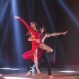 """Iris Mittenaere et Anthony Colette lors de la demi-finale de """"Danse avec les stars 9"""" sur TF1."""