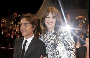 Charlotte Gainsbourg sur les marches à Cannes avec son compagnon Yvan Attal... en pleine polémique !