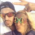 Bertrand Lacherie et Elodie Gossuin en vacances le 21 août 2018 à la plage.